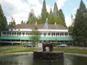 Wawona Lodge