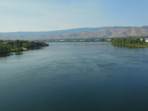 Crossing over the Columbia RIver on the trail