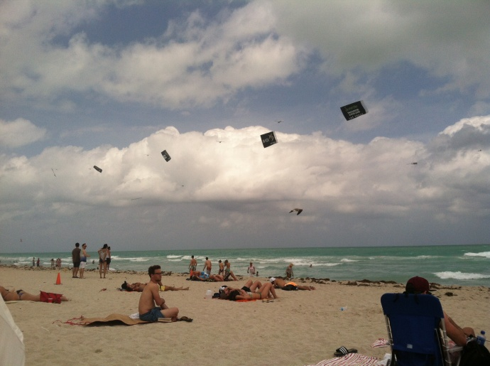 planes pulling banners over South Beach