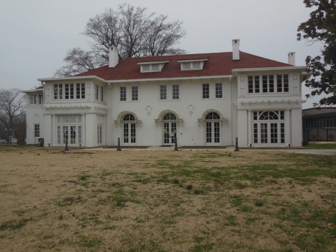 Cutrer Mansion in Clarksdale, Tennessee Williams knew the family here well.