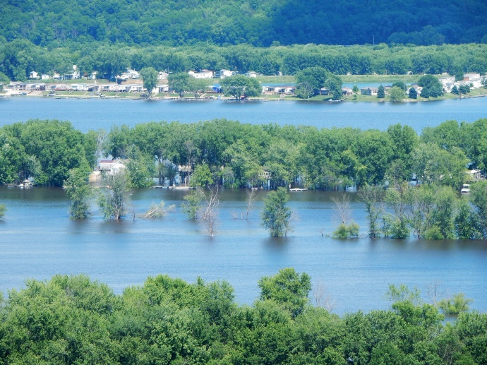 View of river and vacation homes along Mississippi