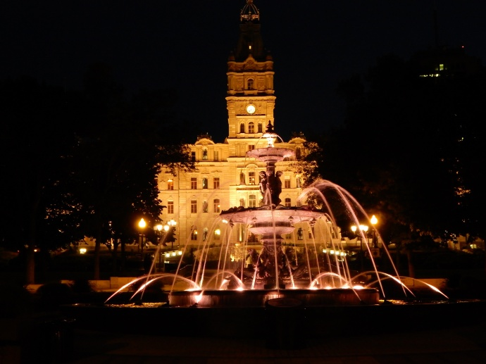 Tourny Fountain and Parliament at night