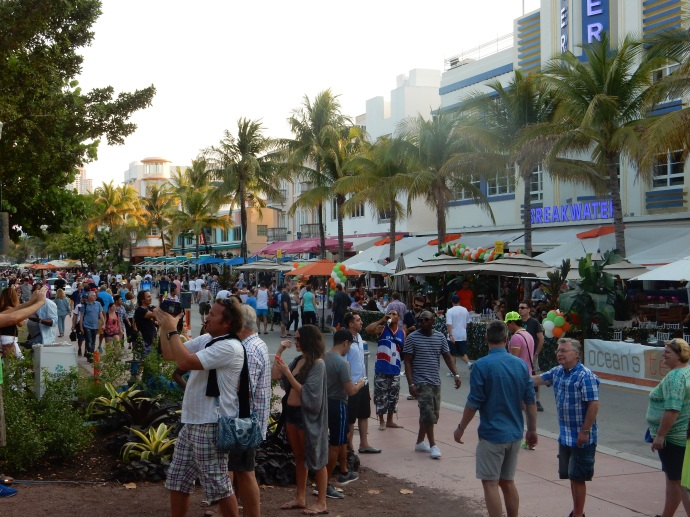 Ocean Drive street scene