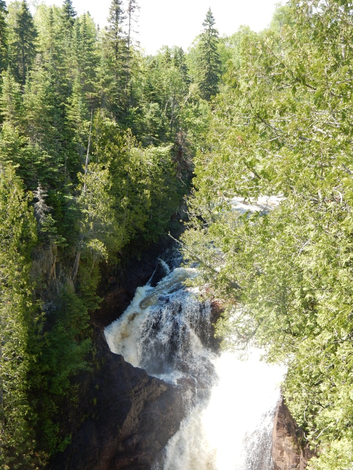 Devil's Kettle; left side water disappears