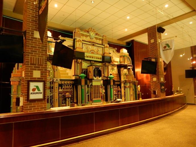 The bar and Belgian Organ at the arena